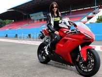 Terlalu, Jika Pakai Motor Ducati Masih Mikir Harga BBM