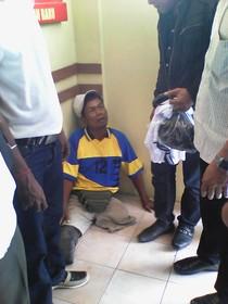 Nyaris Ditabrak, Penyandang Disabilitas Pecahkan Kaca Mobil Polisi