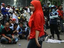 Buruh Blokir Jalan Kebon Sirih