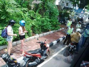 Turis Bule pun Terkena Razia Polisi