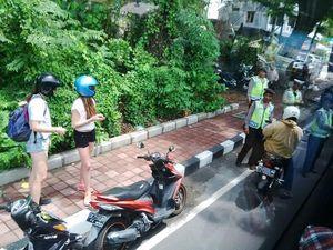 Polisi Razia Bule di Jalanan