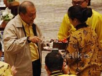 MS Hidayat Dapat Kejutan Ultah di Munas Golkar