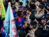 Buruh dan Polisi Saling Dorong di BEI