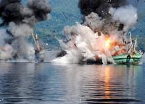 TNI AL Tenggelamkan 2 Kapal Pencuri Ikan di Ambon