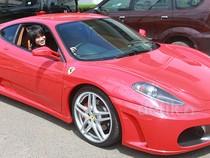 Kevin Aprilio Pamer Mobil Ferrari Merahnya