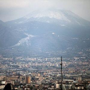 Kebencian dalam Nyanyian Vesuvius