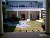 Taman Gazebo dibagian tengah rumah Tun Abdul Razak