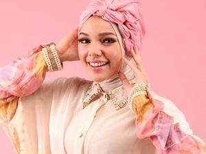 Gaya Jilbabnya Jadi Tren, Dewi Sandra Terinspirasi dari Ibu Mertua