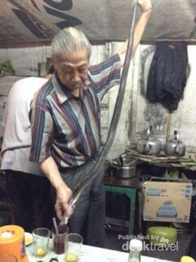 Minum Darah Kobra di Tangerang, Berani?