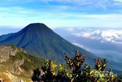 5 Jalur Trekking Paling Oke di Indonesia