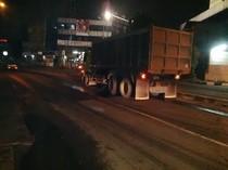 Tutup Jalan, Truk dan Sedan BMW yang Kecelakaan di Ciputat Akan Dievakuasi