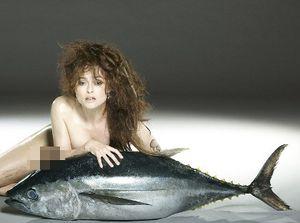 Aktris Helena Bonham Carter Pose Tanpa Busana Bersama Ikan 27 Kg