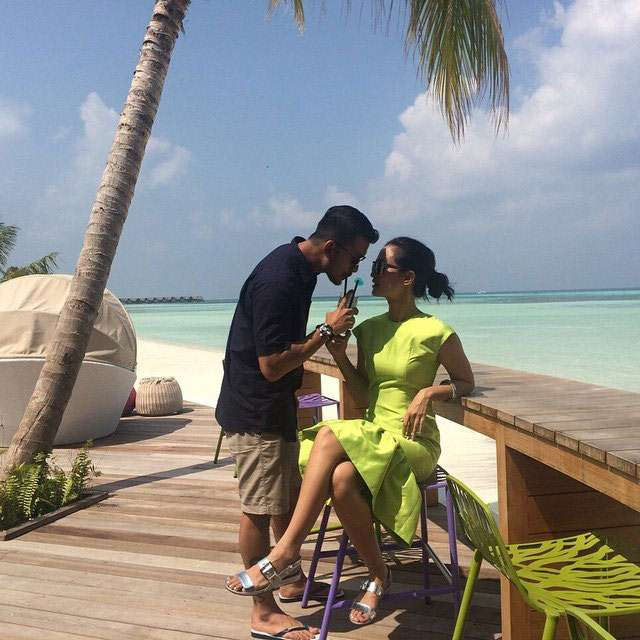 Bikin Iri! Rio Dewanto dan Atiqah Hasiholan Mesra di Maladewa