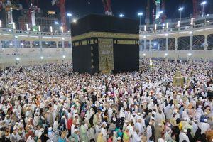 Menyentuh Hajar Aswad di Masjidil Haram, Bagaimana Rasanya?