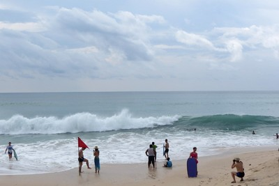Pantai di Bali Ini Kini Penuh Turis Tiongkok
