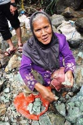 Ini Nenek Perkasa Pengangkut Giok Aceh Pecahan 20 Ton di Nagan Raya