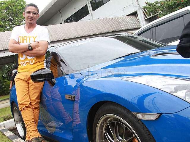 Pasha 'Ungu' dan Mobil Sport Mewahnya