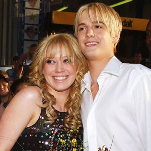Gagal Move On 11 Tahun dari Hilary Duff, Aaron Carter Akhirnya Menyerah?