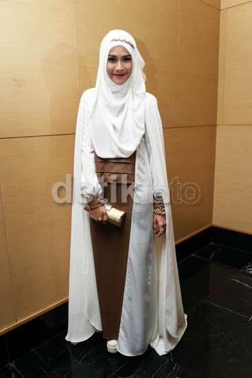 Gaya Hijab Zaskia Mecca Simple Tapi Tetap Stylish