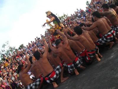 Melihat Cantiknya Dewi Shinta di Pura Uluwatu, Bali