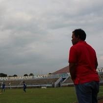 Maradona di Tepi Lapangan