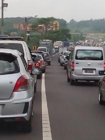 Imbas Kecelakaan Beruntun 6 BMW di Tol Purbaleunyi, Lalin Macet 16 Km