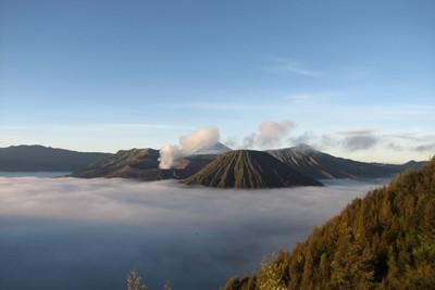 Surga di Atas Awan Gunung Bromo