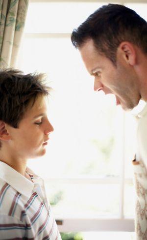 10 Kesalahan Mengasuh Anak yang Sering Dilakukan Para Ayah