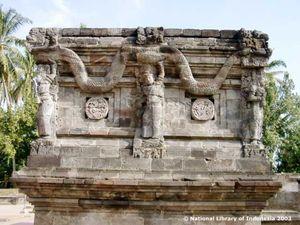 Mencari Tahu Relief Prajurit Mirip Suku Maya di Candi Panataran di Blitar