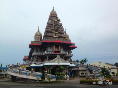 Masjid Baiturrahman & 4 Tempat Ibadah yang Cantik Difoto
