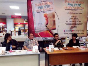 Sisca Dewi Diskusi Buku Paradoks Politik