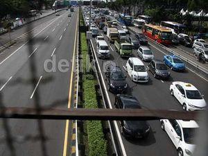 6 Tips Aman dan Nyaman Saat Berkendara di Kemacetan