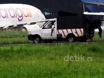 Puing Pesawat yang Terbakar di Pondok Cabe Dievakuasi