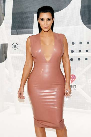 Hamil 3 Bulan, Kim Kardashian Seksi Berbaju Superketat