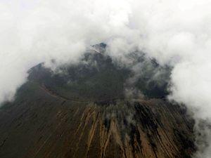 Gunung Asama di Jepang Meletus