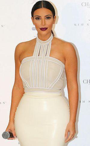 <i>Ups</i>! Kim Kardashian Dikoreksi Giorgio Armani Gara-gara Salah Tulis Nama