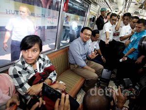 Ahok Naik Commuter Line Tematik HUT Jakarta