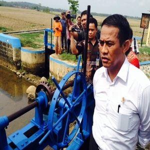 Bantu Bulog Serap Beras Petani, Mentan Amran Gandeng TNI AD