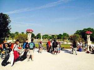 Santai di Taman Paling Indah di Paris