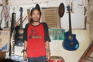 Cegah Remaja Pakai Narkoba, Pria Ini Bikin Komunitas Musik dan Naik Gunung