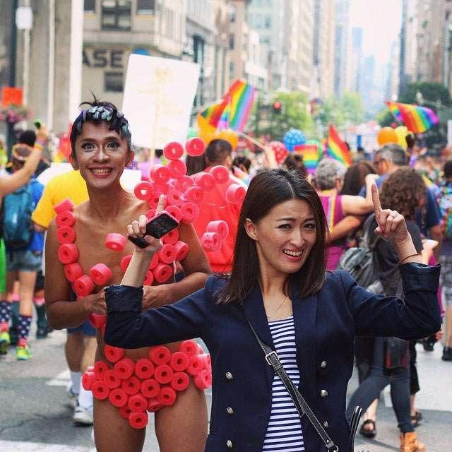 Begini Penampilan Aming di Parade Gay Australia
