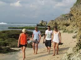 Gunung Raung Dianggap Aman, Ribuan Turis Australia Mulai Tinggalkan Bali