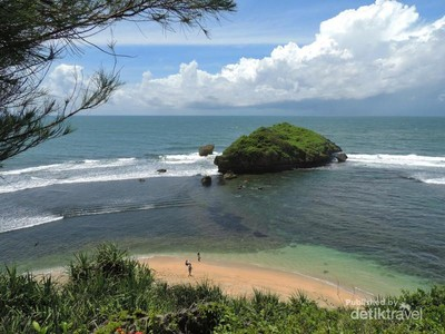 Usai Silaturahmi, Nikmati Indahnya Pantai Ngandong di Gunungkidul