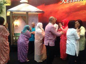 Gelar Halal bi Halal, Bos Pertamina Duet Bareng Band Gigi