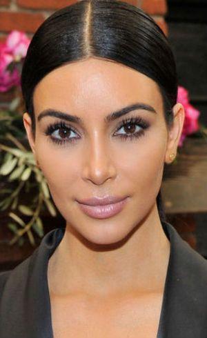 Terungkap, 10 Rahasia Make-up Kim Kardashian