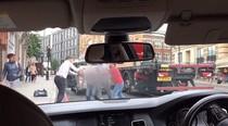 Dua Sopir Taksi Uber & Penumpang Adu Jotos