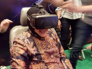 Risma Jajal Serunya Virtual Reality di Popcon Asia 2015