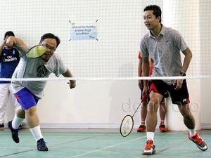 Menkeu Badminton Bareng Rudi Hartono dan Taufik Hidayat