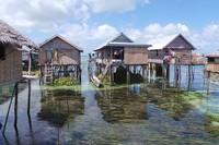 Sebagai orang laut, Suku Bajo juga mahir dalam pembuatan alat transportasi laut. Karena hidup di atas karang, transportasi utama mereka menggunakan perahu (Bahtiar/detikTravel)