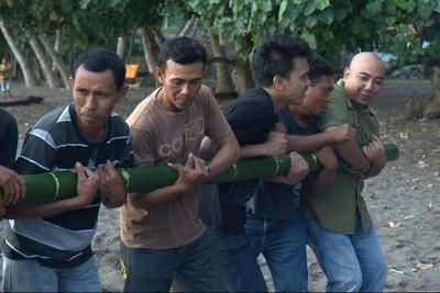 Pertunjukan Mistis dari Jailolo: Atraksi Bambu Gila